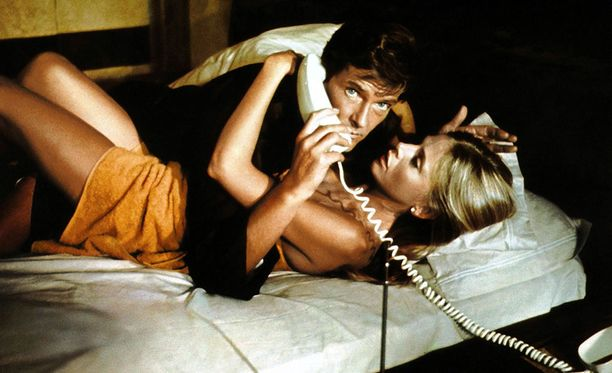 Roger Mooren Jame Bond oli todellinen playboy, jolla riitti elokuvissa vientiä.