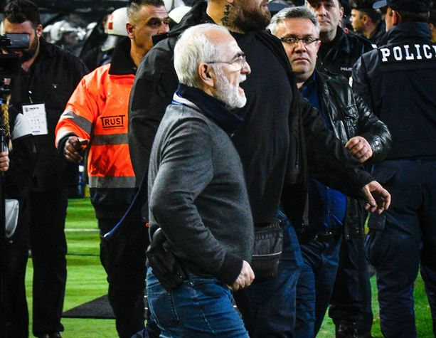 Näistä kuvista alkoi Kreikan jalkapalloliigan viimeisin iso skandaali.