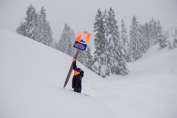 Lumivyöryistä on varoitettu useissa laskettelukohteissa.