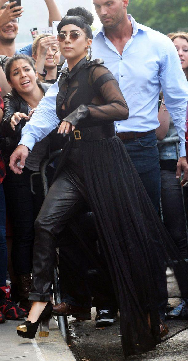 Van Der Veen on työskennellyt myös Lady Gagan turvamiehenä vuosina 2010-2015.