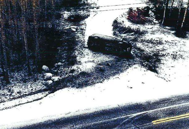 Mies ajoi surman jälkeen autolla Ylitorniolle ja rysäytti ojaan.