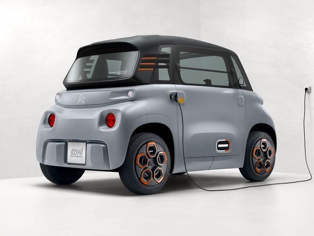 Kahden hengen sähköauto - tai oikeastaan mopoauto.