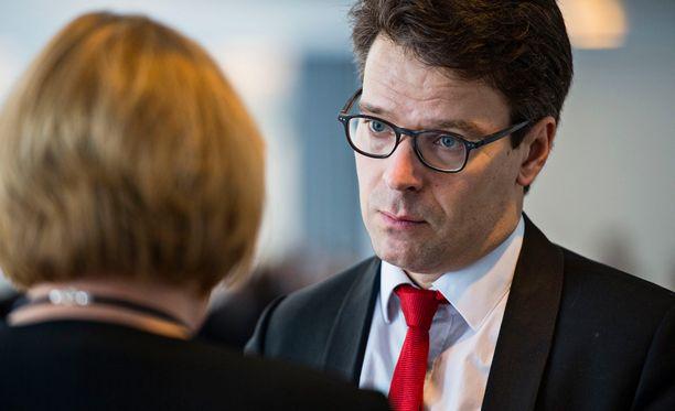 Ville Niinistö haluaa poliisin palvelukseen lisää naisia ja maahanmuuttajia.