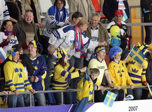Katsomossakin on aina tunnelmaa. MM-Moskova 2007.