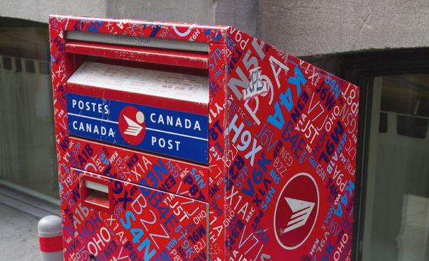 Maailmalla postilaitoksissa on Suomea lukuun ottamatta nimessä sana posti. Kanadan posti palvelee nimellä Canada Post.