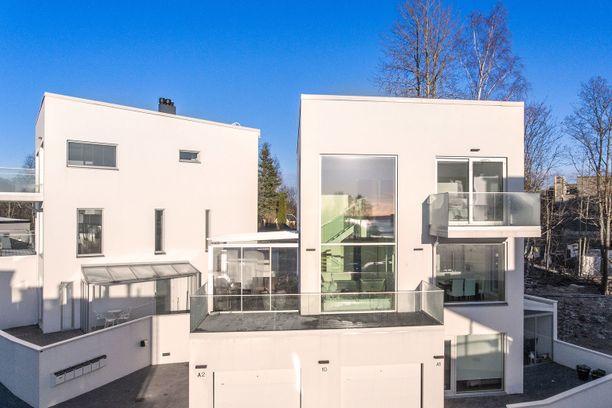 Vuonna 2017 rakennetussa kodissa on kaksi kerrosta sekä yli sata neliötä esimerkiksi perheen tarpeisiin.