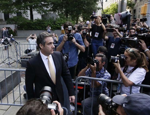 Michael Cohen poistui oikeustalolta New Yorkin Manhattanilta tiistaina.