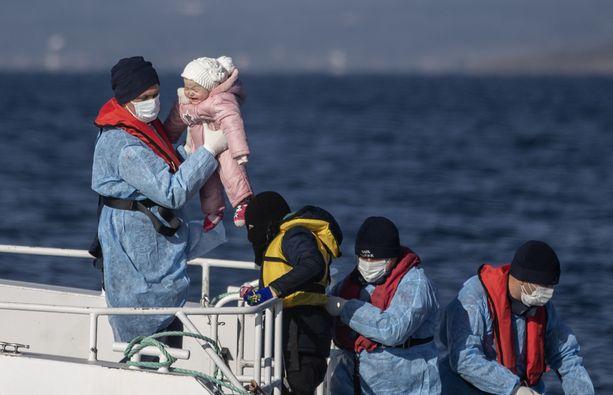 Hukkuneiden joukossa uskotaan olleen vähintään parikymmentä naista ja lasta.