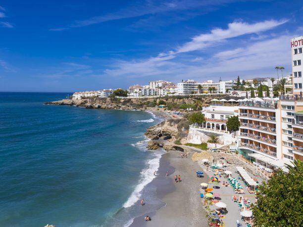 Perheen kaksi alaikäistä lasta ja isä kuolivat hotellin uima-altaalla Espanjan Aurinkorannikolla. Kuvituskuva Costa del Solilta.