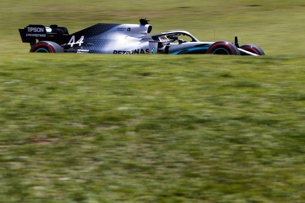 Lewis Hamilton oli nopein Brasilian GP:n kolmansissa harjoituksissa.