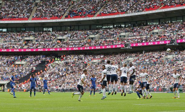 Tottenham ja Chelsea kohtasivat sunnuntaina Wembley Stadiumilla. Tässä Marcos Alonso upottaa Chelsean 1-0-maalin.