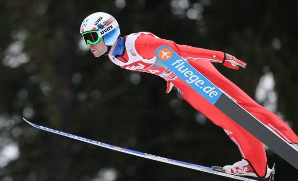 Anders Jacobsenin hyppypuvusta on kohistu mäkiviikolla.