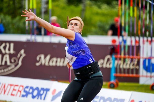 Sanni Utriainen heitti itsensä Pekingin MM-kilpailuihin.