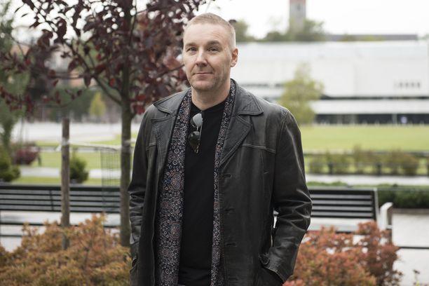 Poets of the Fall -yhtyeen laulaja Marko Saaresto hakee hyvinvointia rokkielämän keskelle erilaisista hoitomuodoista. - Olen käyttänyt akupunktiota esimerkiksi migreenin hoitoon, hän kertoo.