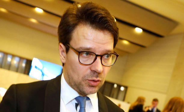 Vihreiden puheenjohtaja Ville Niinistön mielestä sosiaaliturvan on oltava trampoliini.