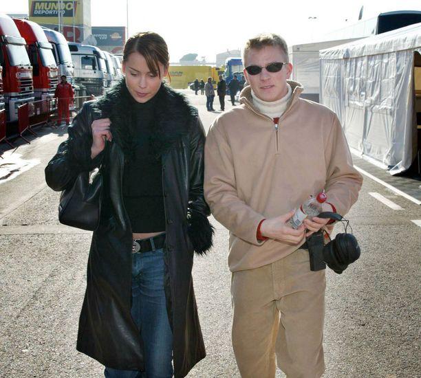 Ensimmäiset yhteiskuvat formulatähti Kimi Räikkösen kanssa Dahlmanista otettiin loppuvuodesta 2001. Seuraavana vuonna pariskunta näyttäytyi jo avoimesti yhdessä ympäri maailmaa. Naimisiin he menivät 2004.