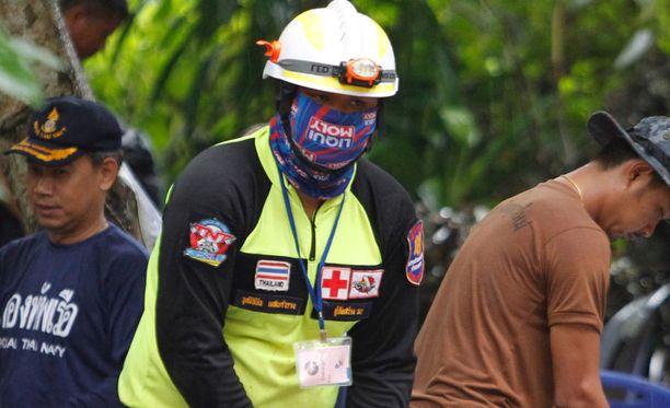 Entinen armeijan sukeltaja on kuollut Thaimaan pelastusoperaatiossa, jossa yritetään saada luolaan loukkuun jääneet 12 poikaa ja heidän valmentajansa pois. Kuvituskuva