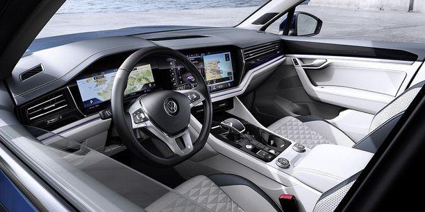 Täysin digitaalinen Innovision Cockpit -niminen ohjaamo nähdään ensi kertaa uudessa Touaregissa. Viimeistely on premium-tasoa.