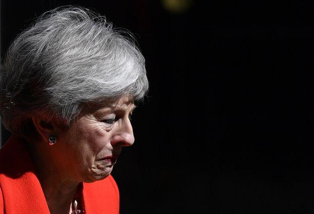 Theresa May yritti lukuisia kertoja hyväksyttää erosopimusta brittiparlamentilla, mutta touhu päättyi lopulta musertavaan eroon.