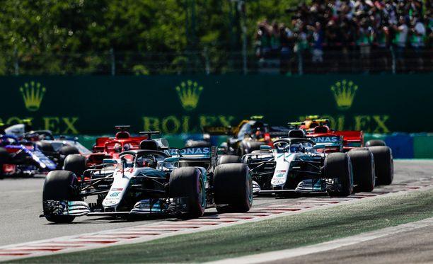 Unkarin GP:n lähdössä Lewis Hamilton piti kärkipaikan.