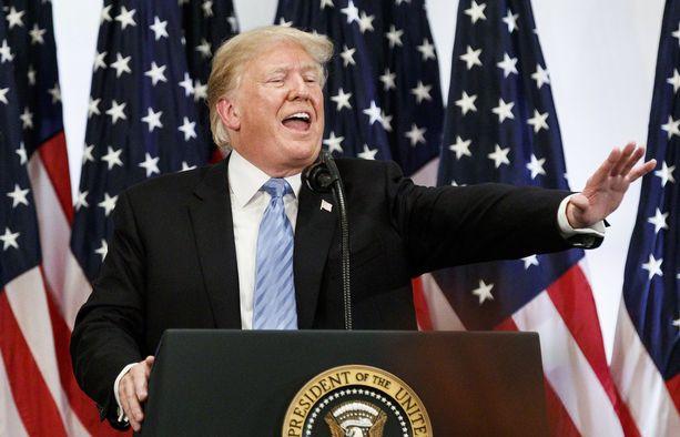 Trump järjesti lehdistötilaisuuden New Yorkin Lotte-hotellissa.