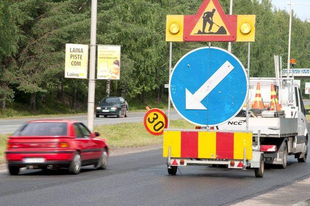 Tietyömaiden nopeusrajoituksia ei oteta vakavasti ja siitä aiheutuu vaaroja työntekijöille.