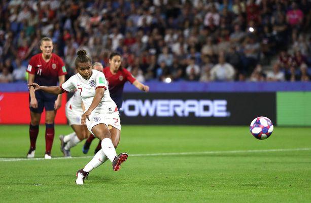 Nikita Parris epäonnistui rangaistuspotkussa puolivälierässä Norjaa vastaan. Maalivahtien hommaa on vaikeutettu näihin MM-kisoihin.