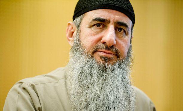 Norjassa Aftonposten-lehti uutisoi , että jihadistiverkostoa johtanut mullah Krekar eli Najmuddin Faraj Ahmad on ylläpitänyt verkostoaan norjalaisvankilasta käsin chatin avulla.