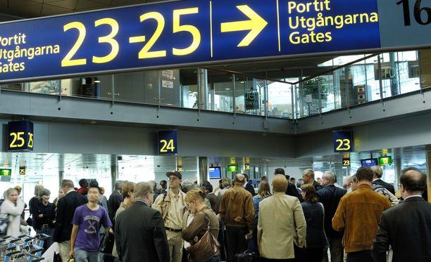 Helsingin Sanomat on teettävät kyselyn, jossa kartoitettiin suomalaisten halukkuutta maksaa haittaveroa lentomatkustamisesta.