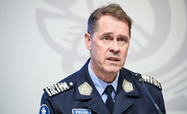 Poliisiylijohtaja Seppo Kolehmainen arvostelee palautusten vastustajien toimintaa.