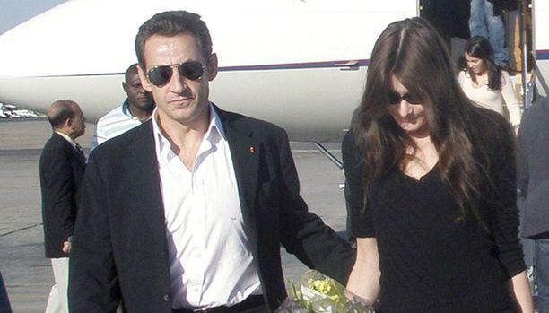 Nicolas Sarkozy, 59 ja Carla Bruni, 39, saapuivat Egyptiin.