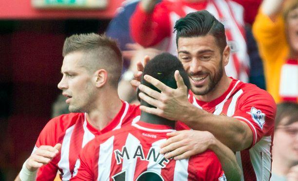Saints-hyökkääjä Graziano Pellè iski kahdesti, kun Southampton ja Tottenham tasasivat pisteet Valioliigassa.