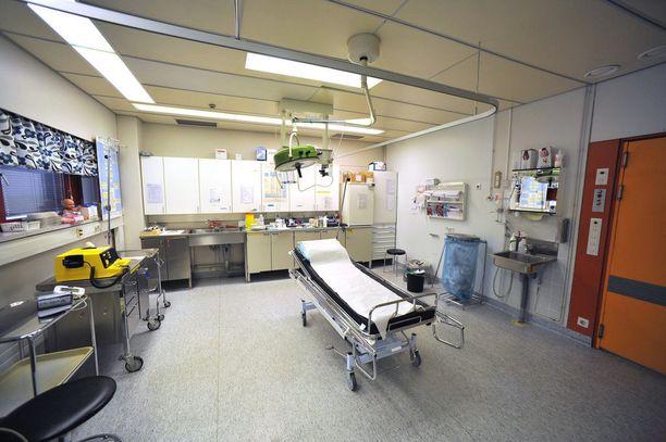 Kuolemantuottamuksesta epäilty lääkäri työskentelee nyt toisessa sairaalassa keikkalääkärinä.