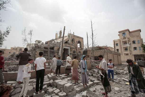 Saudien johtaman liittouman ilmaiskut ovat tuhonneet rakennuksia Sanaassa Jemenissä.