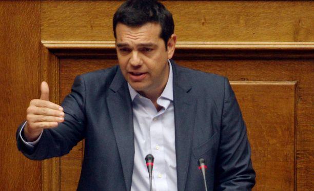 Alexis Tsipras puhui Kreikan parlamentille perjantaiaamuna.