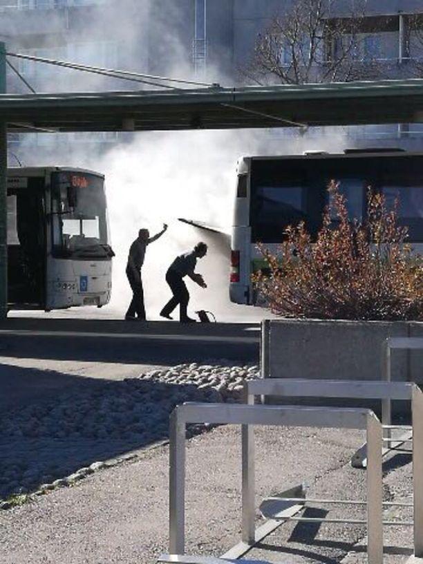 Tulipalo syttyi helatorstaina hieman kello 17 jälkeen Herttoniemessä.