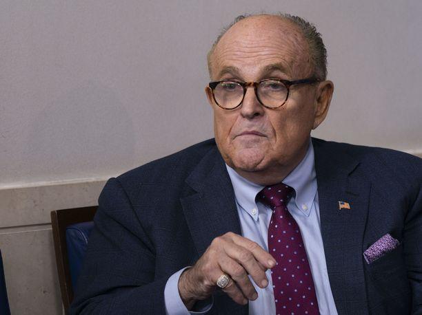 Donald Trumpin ex-asianajaja Rudy Giulianin Manhattanin-kotiin tehtiin keskiviikkona ratsia.