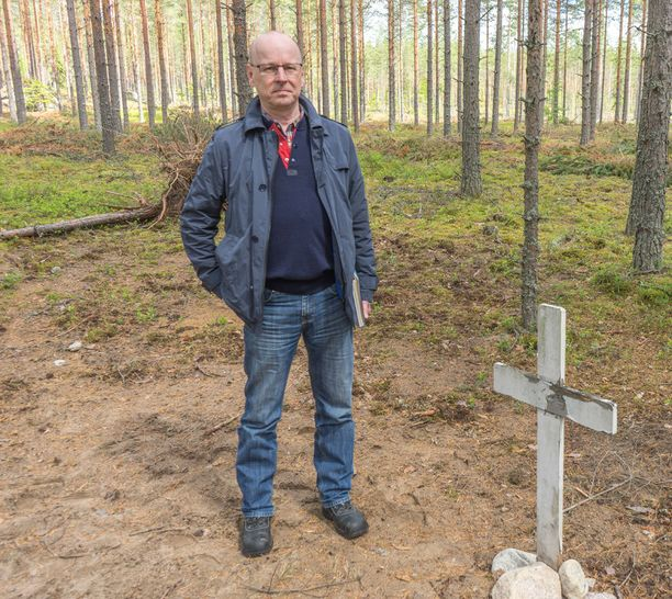Maanomistaja Olli Pihlflyckt kertoo Iltalehdelle tienneensä lapsuudesta saakka haudan olemassaolosta