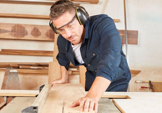 Miesten yleisimpien ammattien lista on tasainen työntekijöiden määrien suhteen.