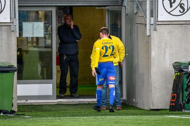 HJK:n Kaan Kairinen ajettiin kentältä 82. minuutilla.