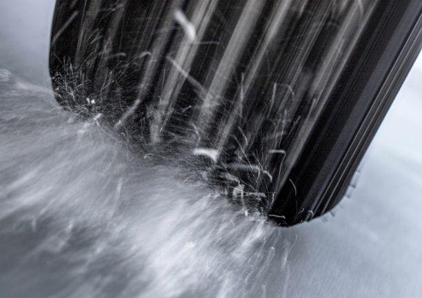 Suomalaisissa oloissa nastarenkaan jääpitoa arvostetaan ja uusi suomalaisrengas tarjoaa markkinoille rengasta, jossa on nastoja tavallista vähemmän.