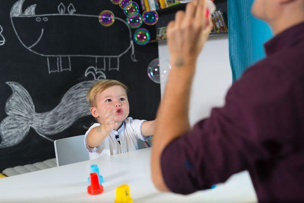 Varhaiskasvatuksen opettajat murehtivat, miten ryhmäkoot saadaan pidettyä pieninä. Kuvituskuva.