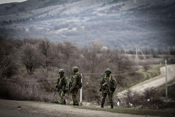 Ukrainan tilanne oli vuonna 2014 niin heikko, ettei se voinut mitään Venäjälle. Venäjän tunnuksettomia sotilaita tuli Krimin niemimaalle, kun Venäjä miehitti sen.