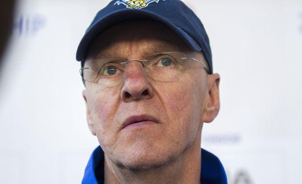 Kari Jalonen ei ole viemässä joukkuettaan huomenna Moskovaan.