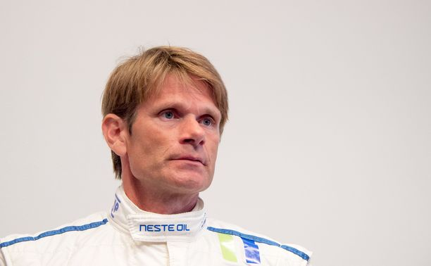 Marcus Grönholm kurvailee Ruotsin MM-rallissa Toyota Yaris WRC:llä.