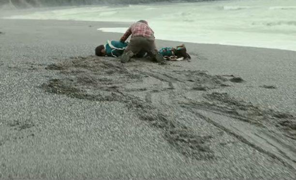 Daniel Radcliffe pääsee näyttelemään ruumista.