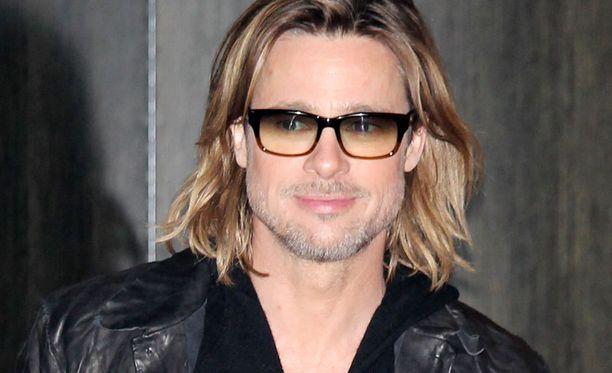 Näin liehuvatukkaisena Brad Pitt on markkinoinut uutta Moneyball-elokuvaansa.