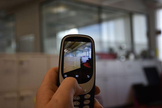 2 megapikselin kameralla saa rakeisia kuvia. Kuvia varten erillinen muistikortti on pakko-ostos.