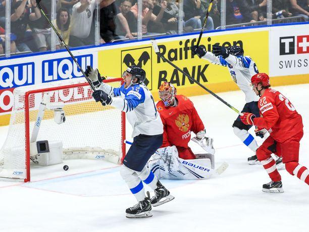 Suomi MM-finaaliin! Marko Anttila löi Leijonille tärkeän maalin toisessa pelissä peräkkäin. Kapteenin maali luonnollisesti sytytti myös koko Leijonien joukkueen.