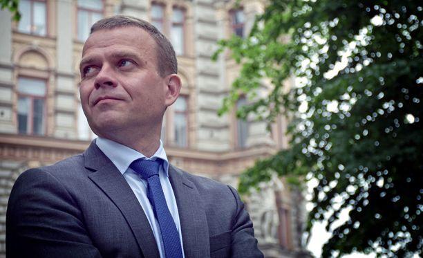 Valtiovarainministeri Petteri Orpo sanoo, että pakolaiskiintiötä pitäisi nostaa.